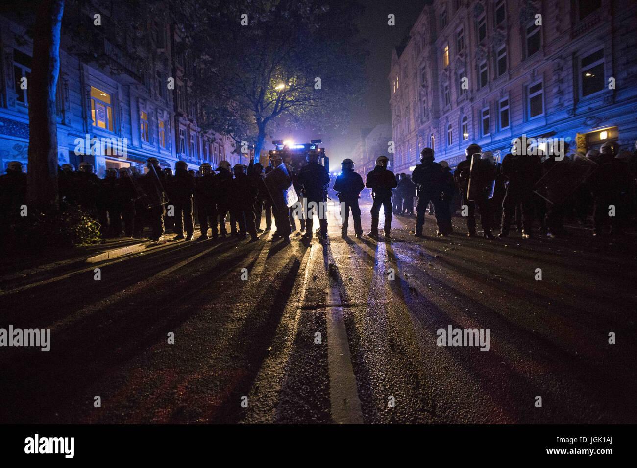 A J Hamburg hamburg germany 8th july 2017 german riot policemen areforming a