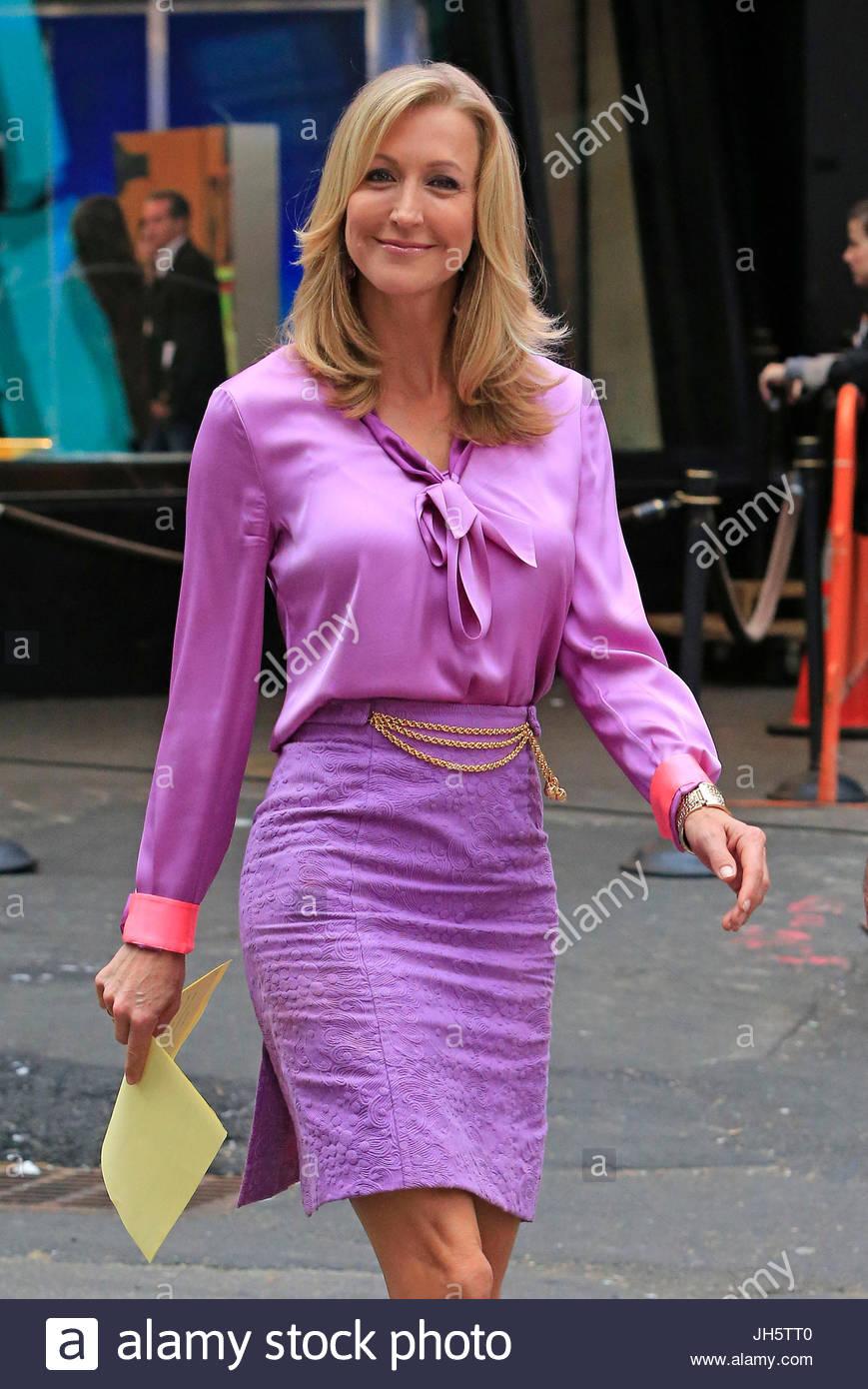 Lara Spencer Lara Spencer Wears Purple Outside Good