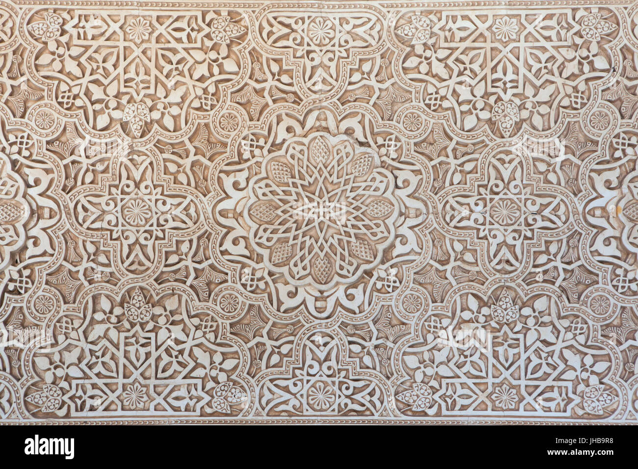 Arabesque wall decoration in the patio of the lions patio for Alhambra decoration