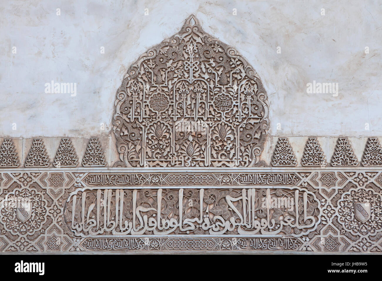Arabesque decoration in the court of the myrtles patio de for Alhambra decoration