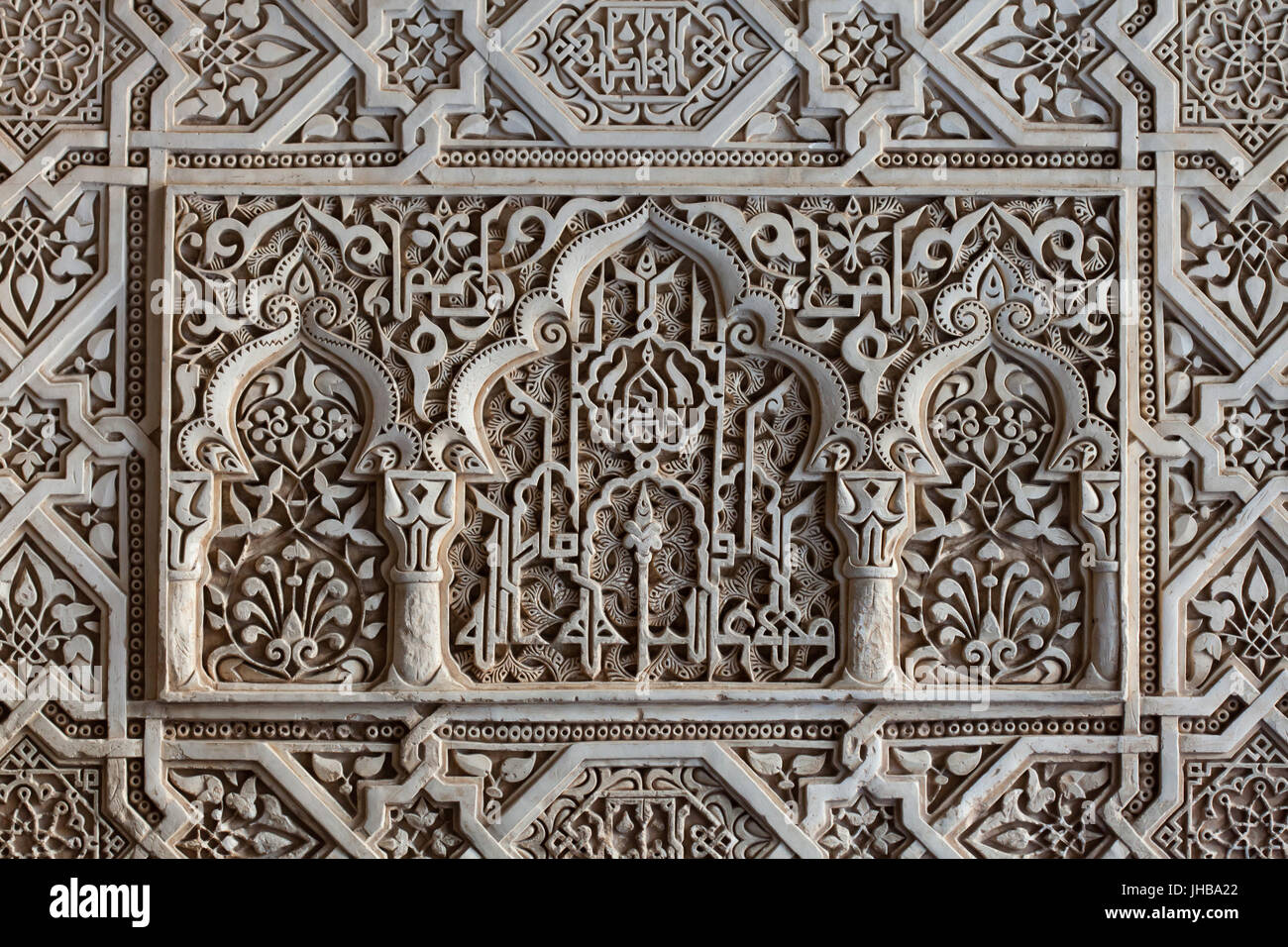 Arabesque decoration in the hall of the abencerrajes sala for Alhambra decoration