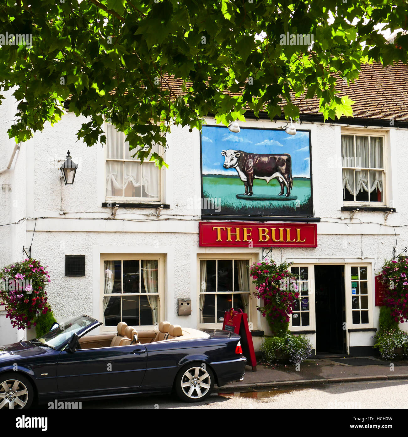 the bull pub at theydon bois essex with a convertible car parked outside JHCH0W Résultat Supérieur 50 Impressionnant Convertible Bois Galerie 2017 Ojr7