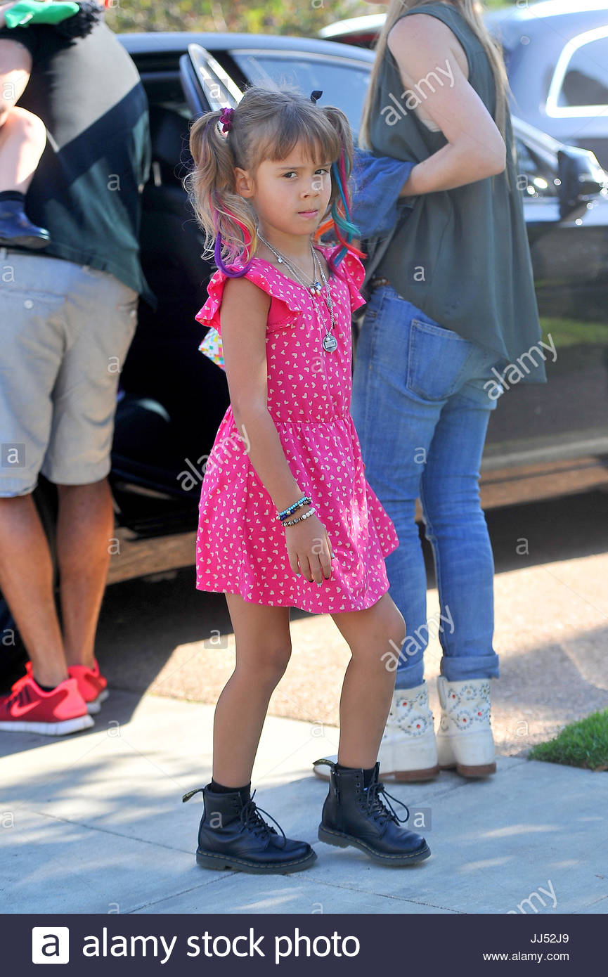 Honor warren jessica alba and cash warren take their daughters jessica alba and cash warren take their daughters haven warren and honor warren to a childrens party in pacific palisades little honor wore colored hair pmusecretfo Image collections