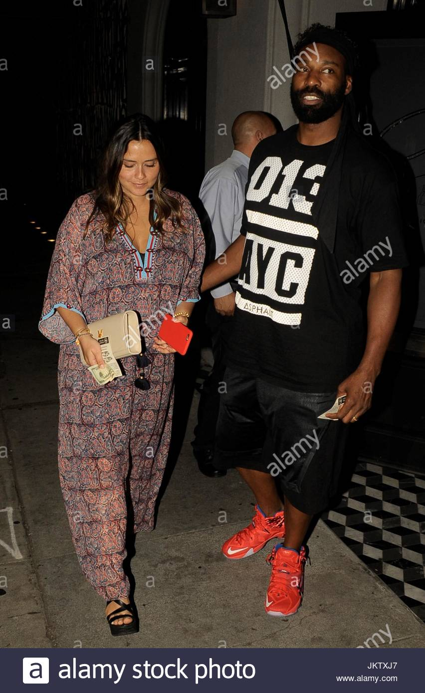 isabella brewster baron davis dating With baron davis even holding laura dern's purse as they embraced is laura dern dating nba star baron davis davis' wife isabella brewster.