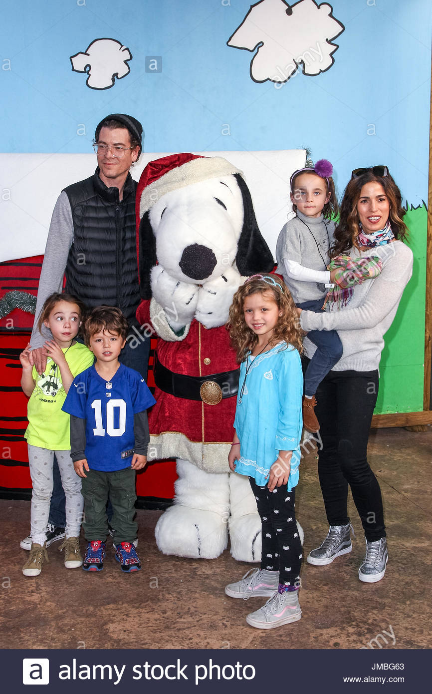 Ana Ortiz. Knott\'s Berry Farm\'s Countdown To Christmas And Snoopy\'s ...