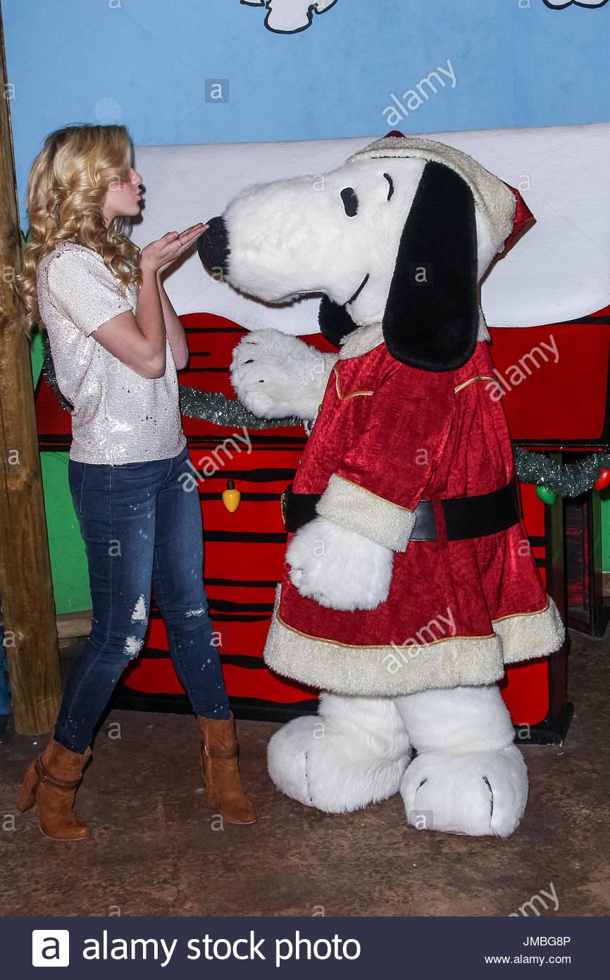 Chloe Lukasiak. Knott\'s Berry Farm\'s Countdown To Christmas And ...