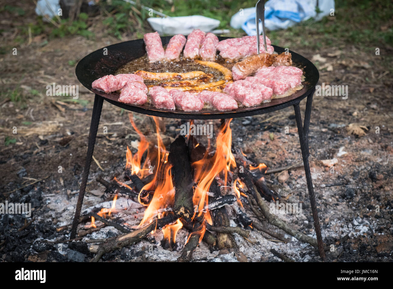 how to cook sausages on an open fire