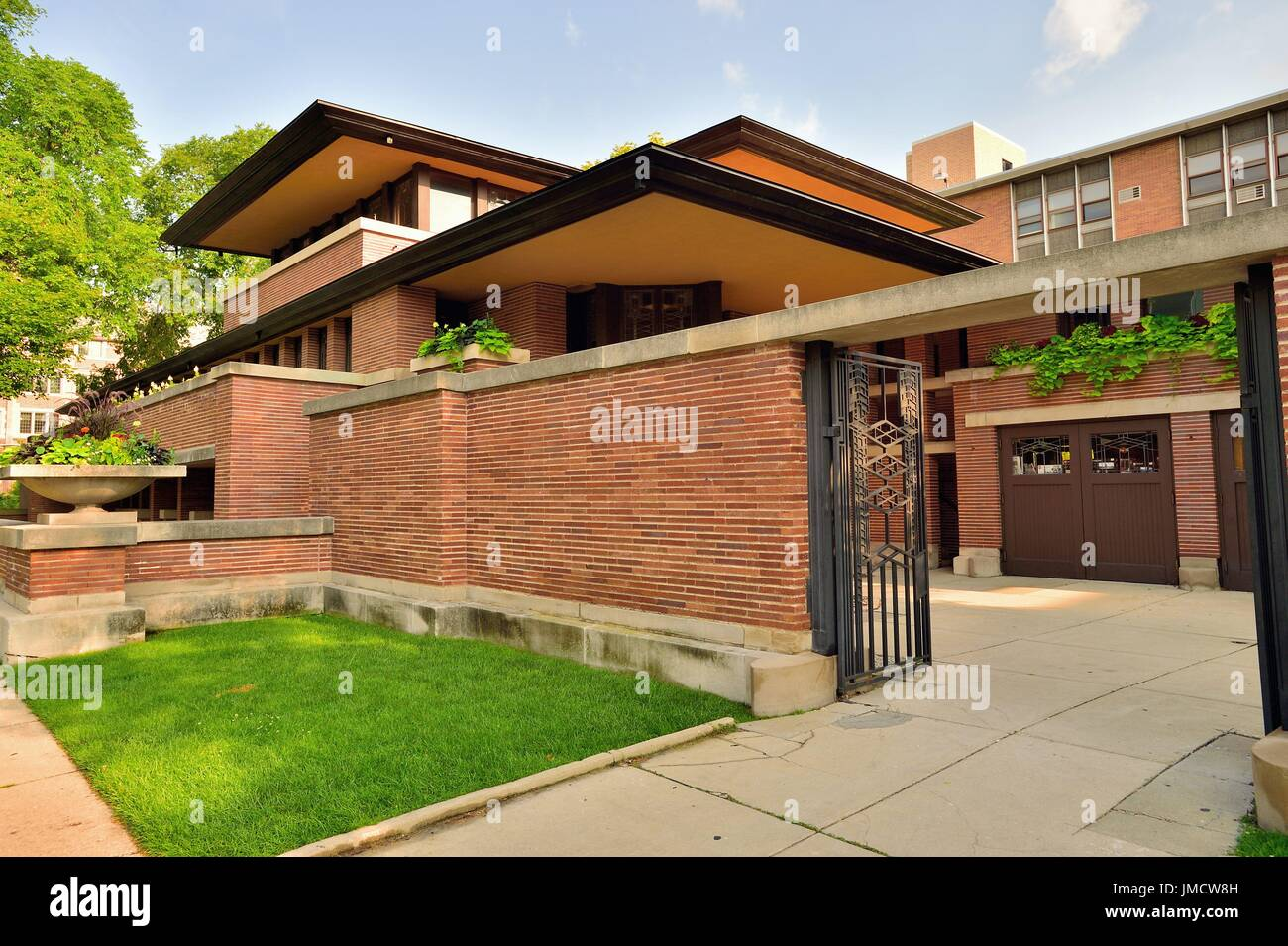 the frederick c robie house a frank lloyd wright home built stock photo the frederick c robie house a frank lloyd wright home built between 1908 10 it is renowned as the greatest example of the prairie style of