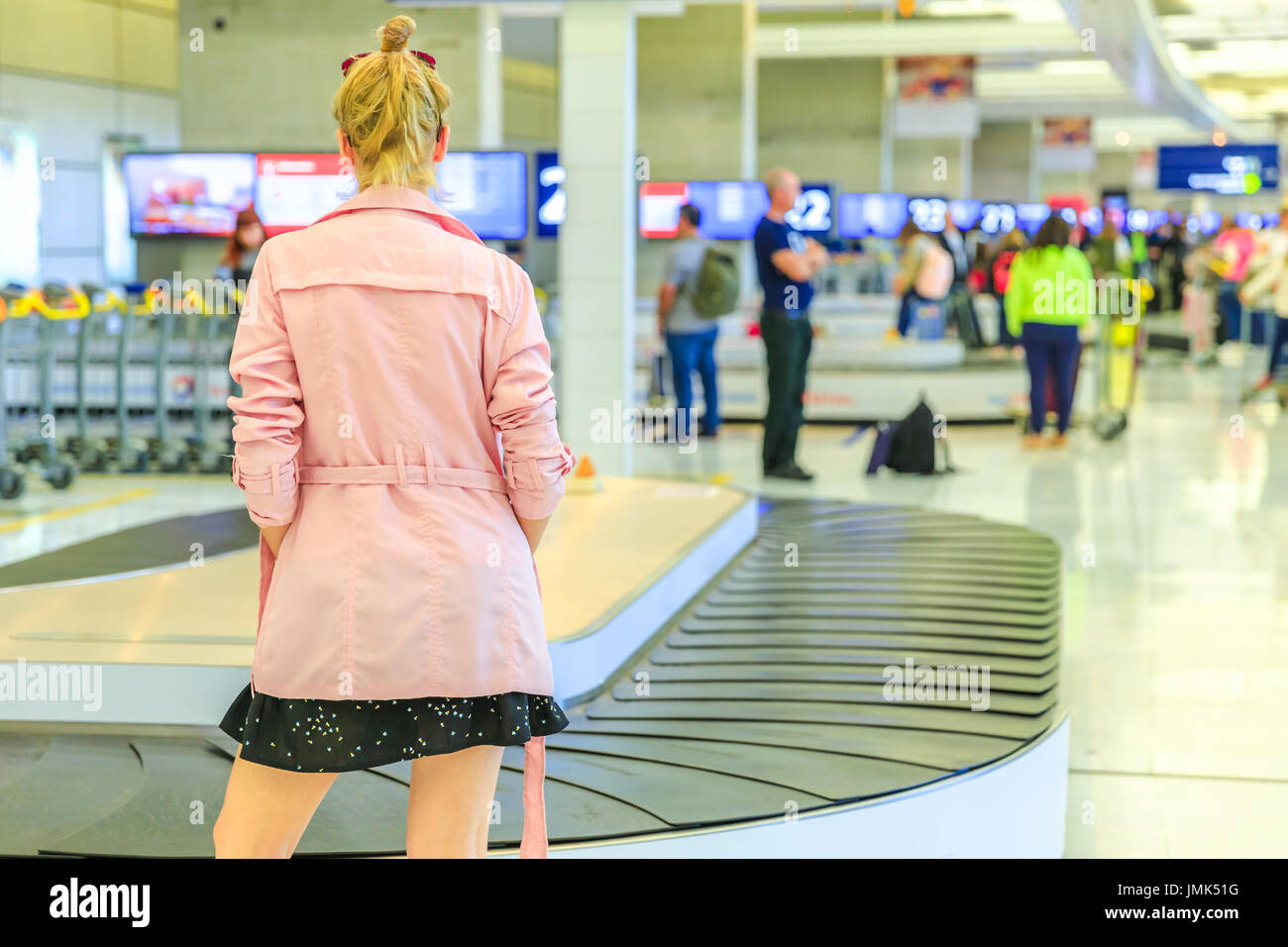 Baggage reclaim stock photos baggage reclaim stock - Bureau de change aeroport charles de gaulle ...