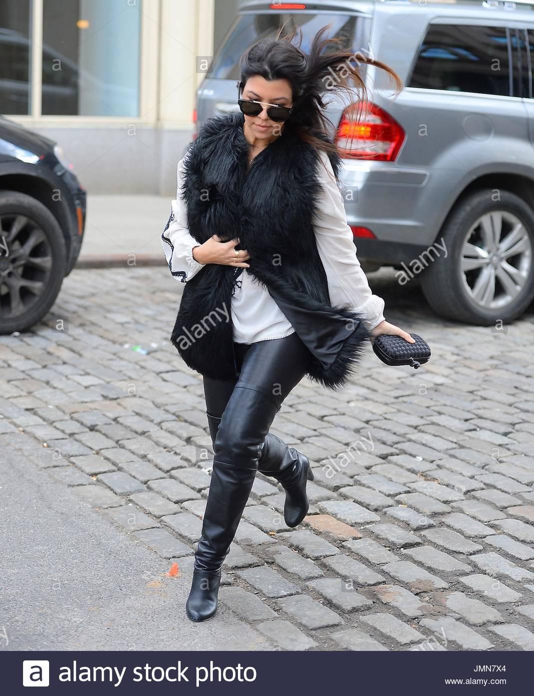 Kourtney Kardashian Kourtney Kardashian Was Spotted Shopping For