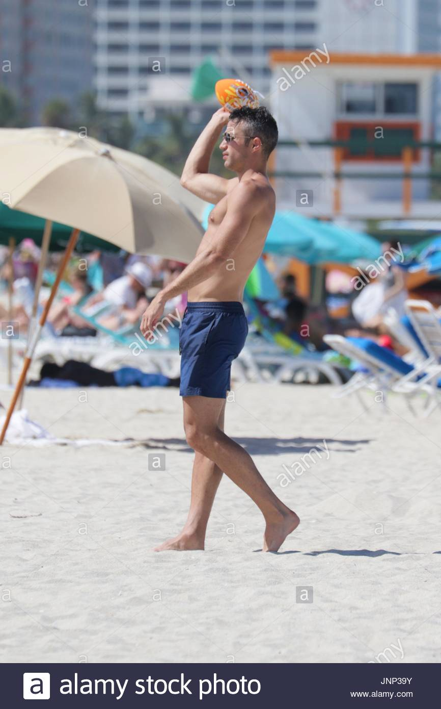 Robin van persie manchester united striker robin van persie 31 robin van persie manchester united striker robin van persie 31 shirtless on the beach in miami beach fl robin played with an american football with his voltagebd Images