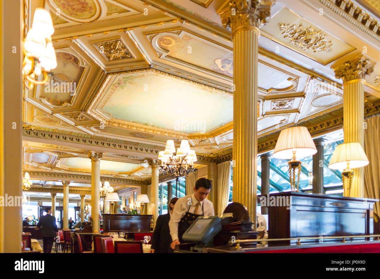 Bar Restaurant De La Place Beaucaire