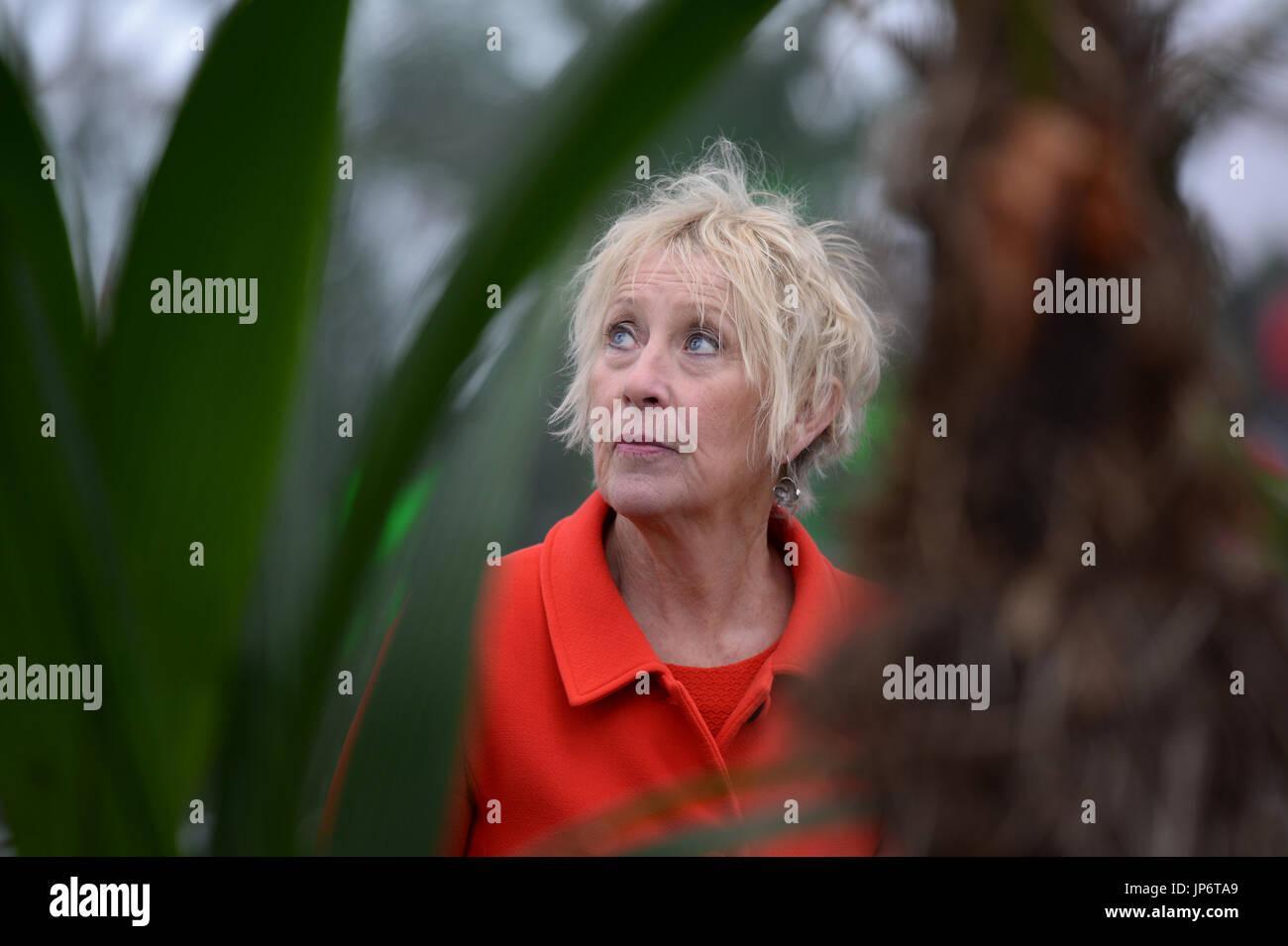 Presenter tv programme stock photos presenter tv for Gardening programmes on tv