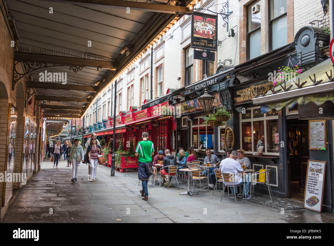 Garden Walk Dining: Leicester Square Garden Stock Photos & Leicester Square