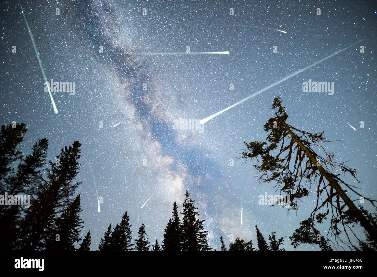 a recollecting on a sight of comet in the skies A flurry of comets, newly-discovered or returning, are on the observing calendar for 2018 one or possibly two naked-eye comets are arriving soon.