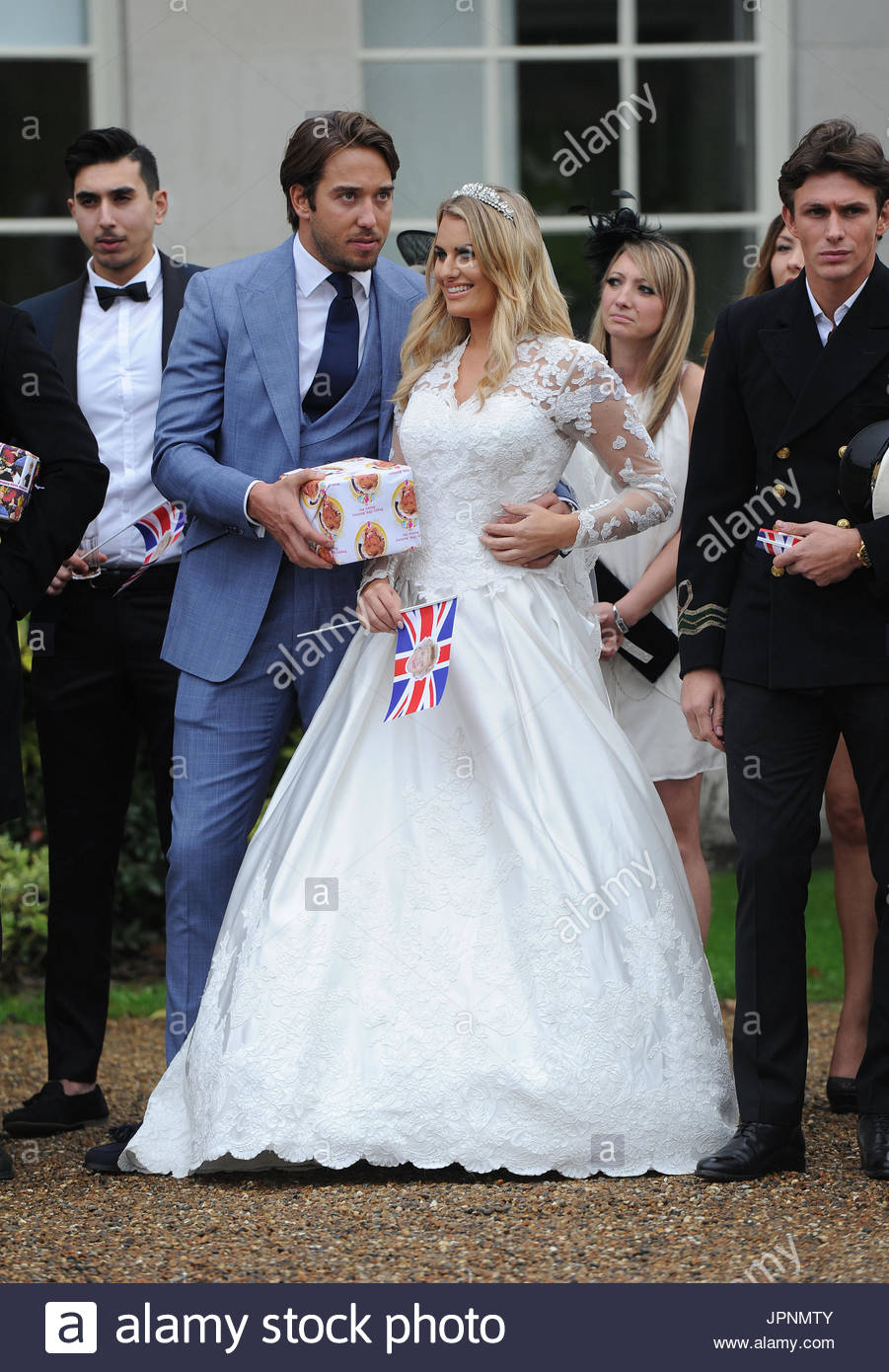 Towie Cast Film Their Royal Wedding Theme Finale They Celebrated