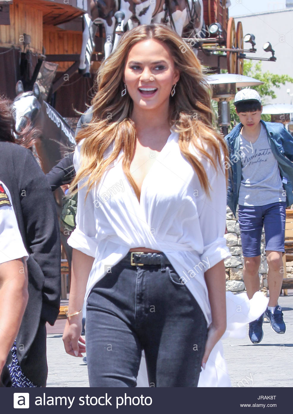 chrissy teigen sports illustrated swimsuit issue cover