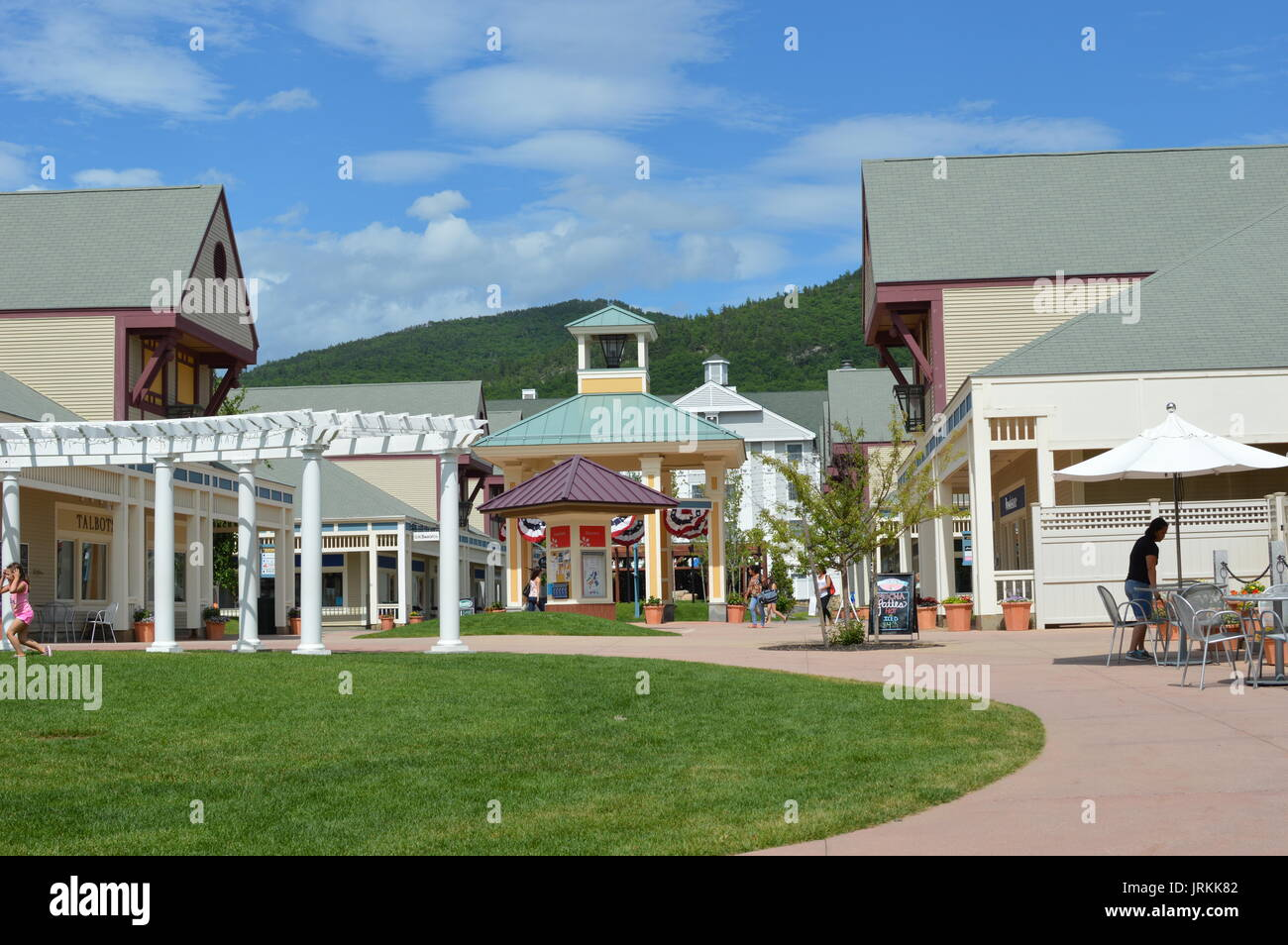 Shopping in North Conway, NH at Settlers Green New England's largest tax-free shopping outlet, Settlers Green is located right outside our hotel. Majestically set in the heart of Mount Washington Valley, enjoy stunning views as you head in and out of the more than 70 nationally known fashion, footwear and home decor stores.