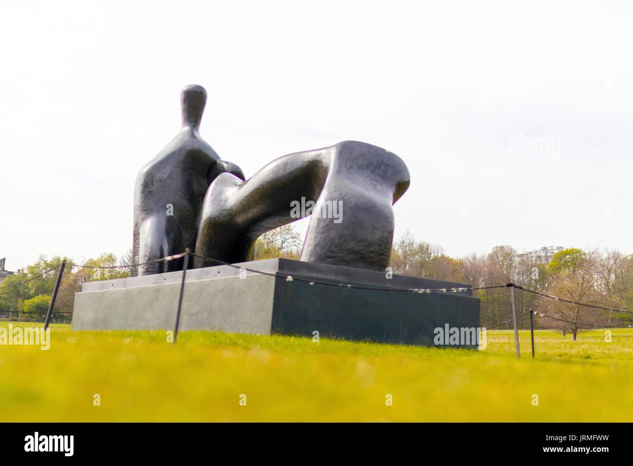 Reclining Figure Arch Leg is a 1969-70 bronze sculpture by Henry Moore  sc 1 st  Alamy & Reclining Figure Arch Leg is a 1969-70 bronze sculpture by Henry ... islam-shia.org
