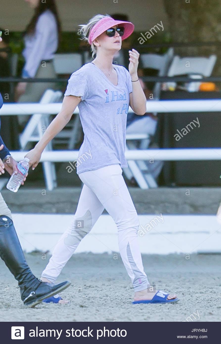 Kaley Cuoco. Kaley Cuoco Seen Without Her Wedding Ring As She Walks The  Equestrian Ring At Flintridge Riding Club In La Canada Flintridge, CA
