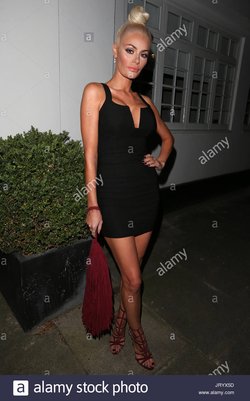 Cleavage Chloe Sims naked (36 images), Paparazzi