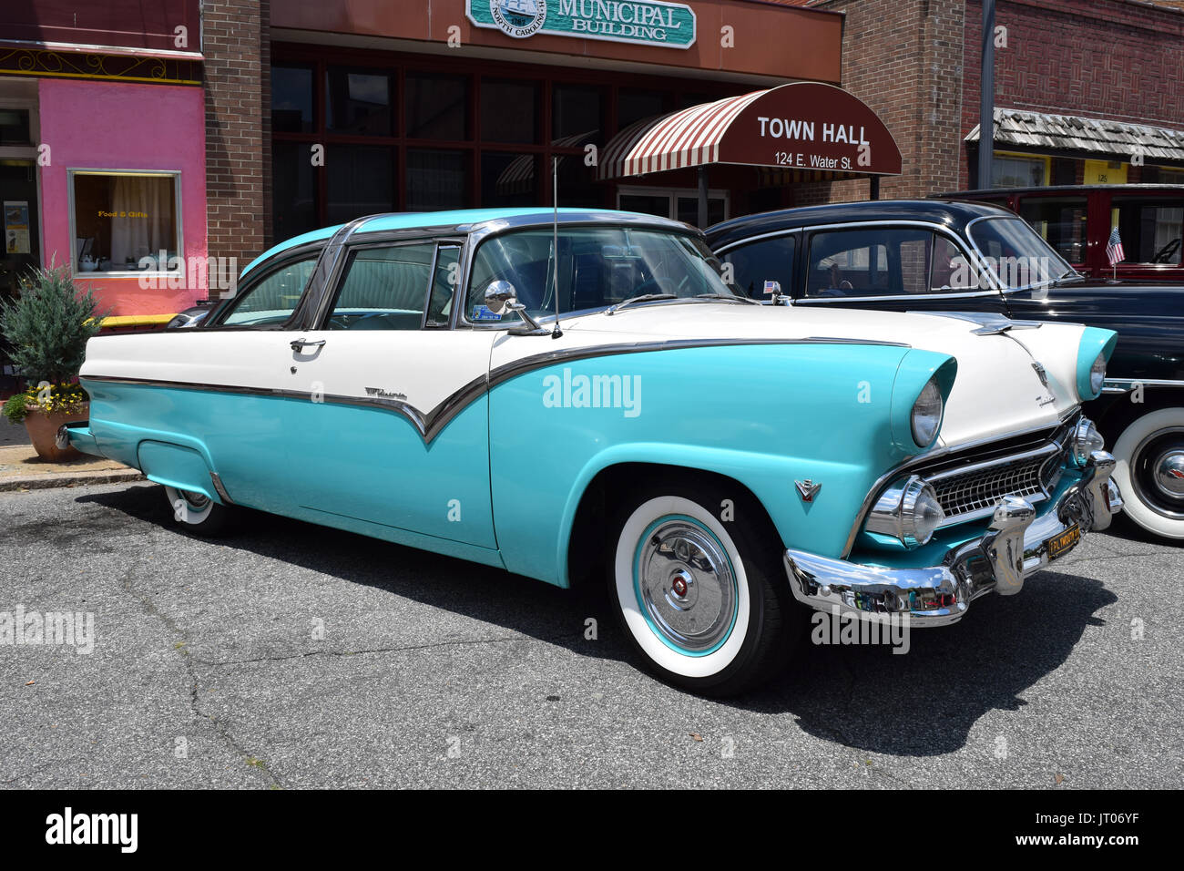 1955 ford fairlane crown victoria blog cars on line - 1955 Ford Crown Victoria Stock Image