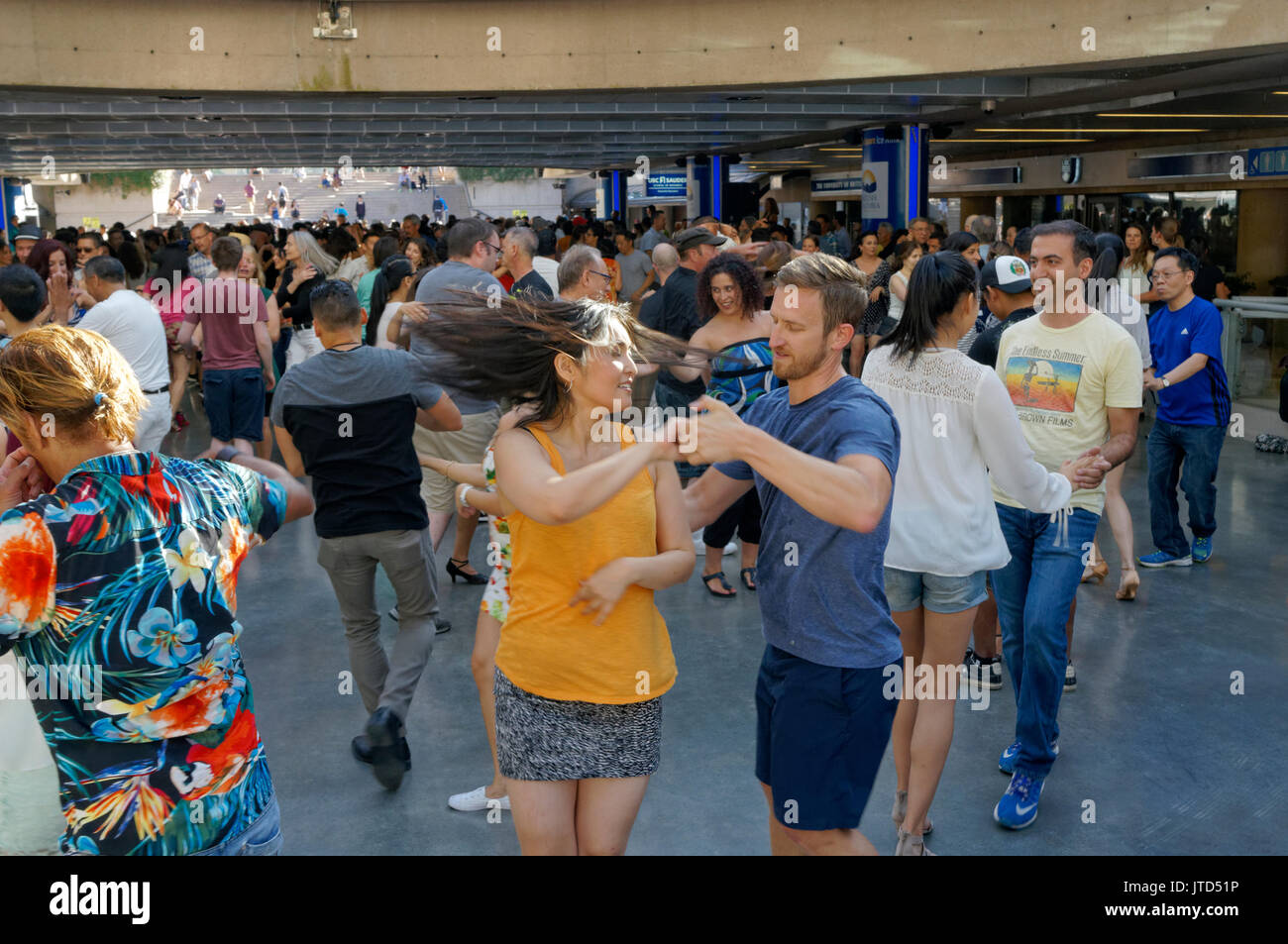 couples-salsa-dancing-in-robson-square-i