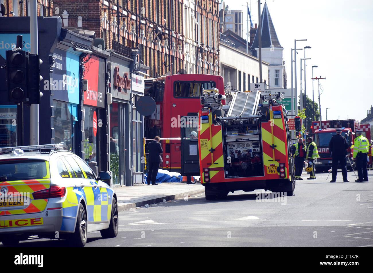 Superbe London, UK, Battersea 10/08/2017 Bus Crashes Into Poggen Pohl Kitchen  Design Centre In Lavender Hill. 8 People Were Injured. Credit: JOHNNY  ARMSTEAD/Alamy ...