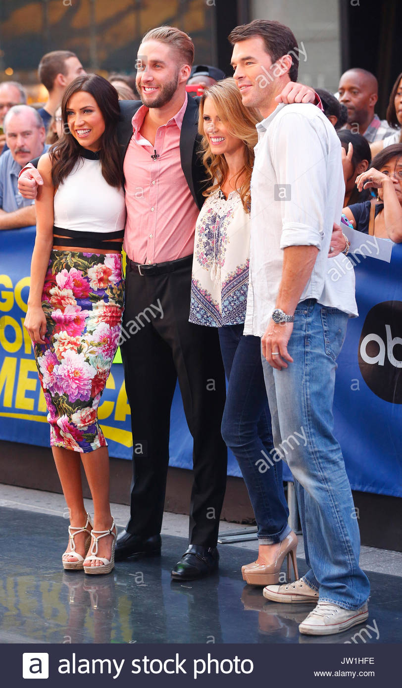 Kaitlyn Bristowe Shawn Booth Trista Sutter Ryan The Bachelorette And Her Fiance Pose With Former
