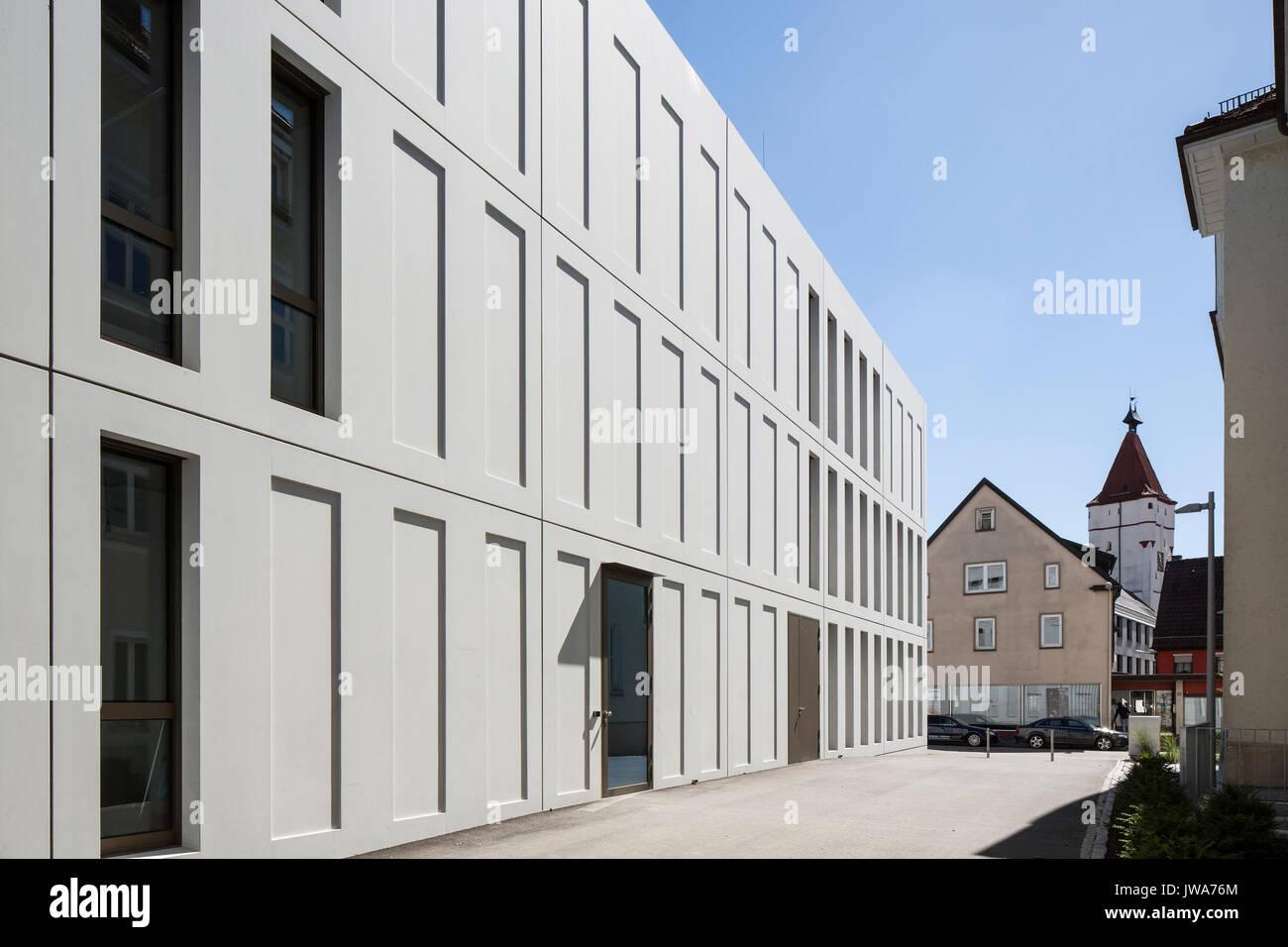 Architekten Biberach facade perspective with side entrance finanzamt finance office