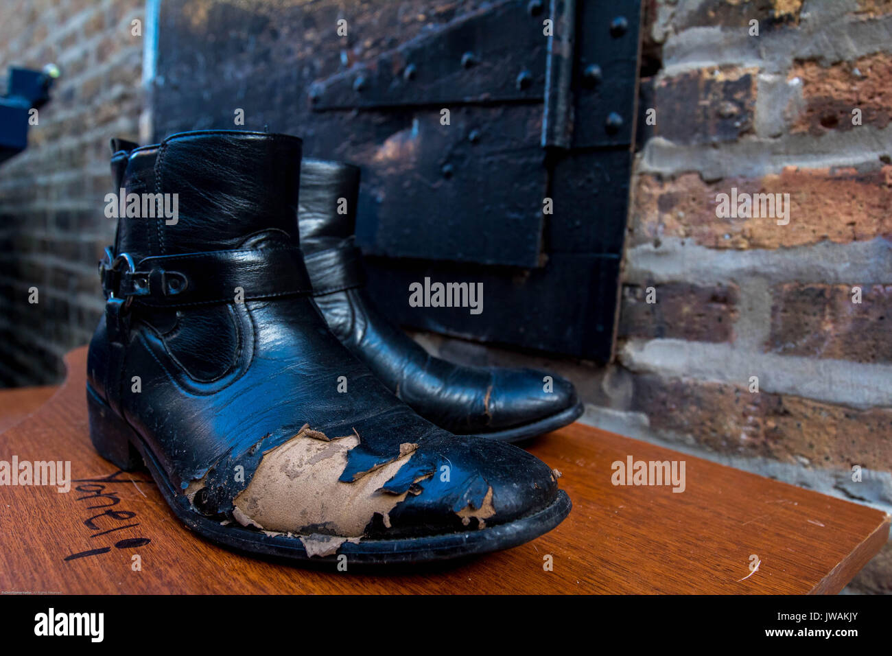 how to fix peeling leather boots
