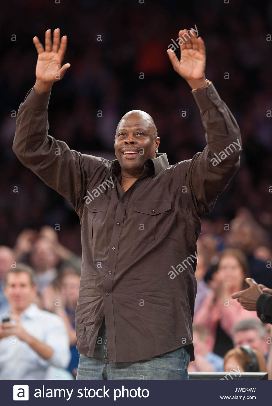 Patrick Ewing Howard Stern and wife Beth Ostrosky Stern courtside