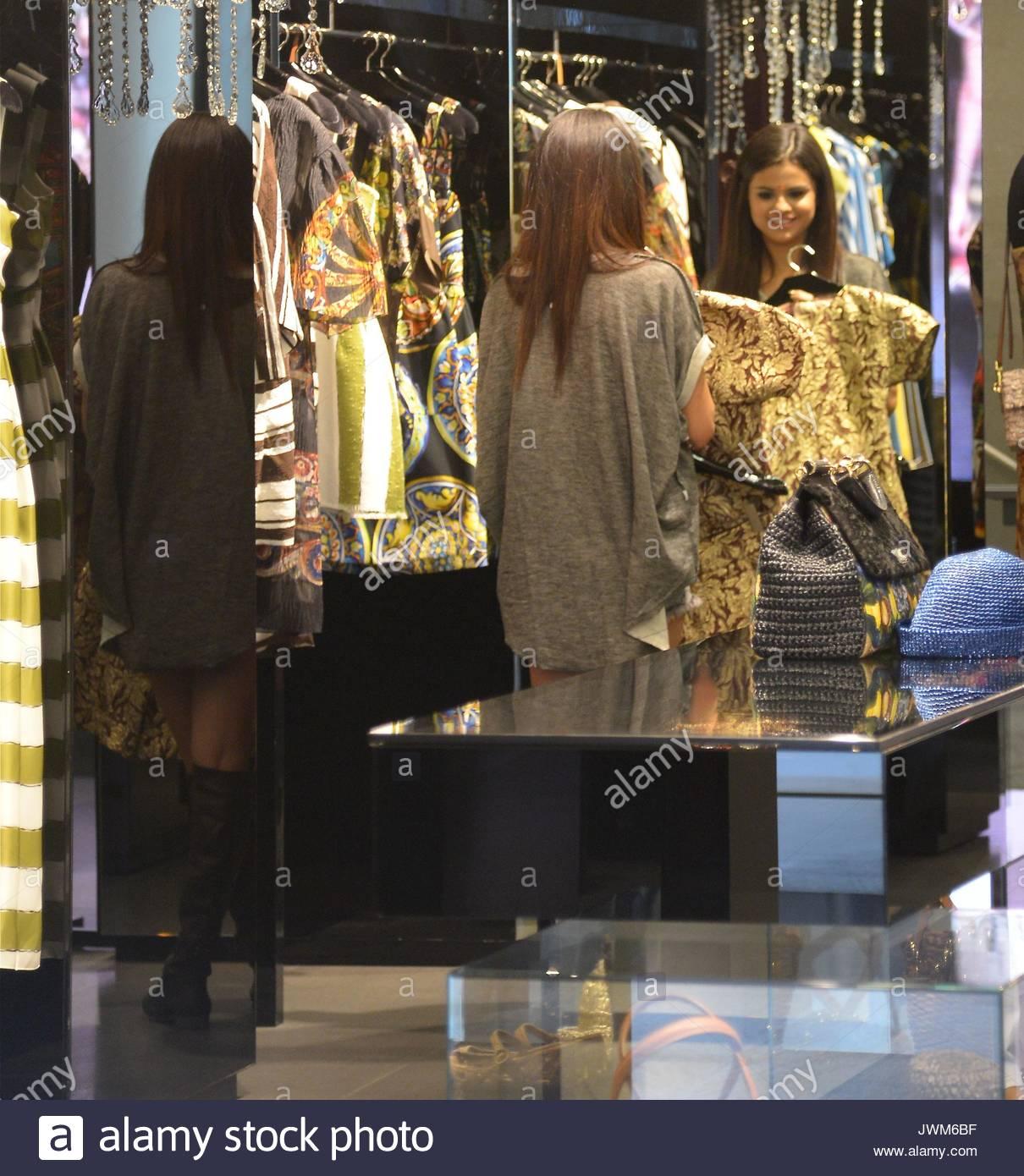 Selena Gomez Selena Gomez Went Shopping At Dolce