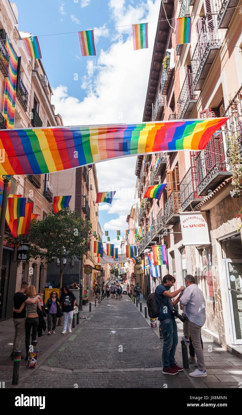 Barrio De Chueca En Madrid. Cool Fiestas Del Orgullo Gay En El ...