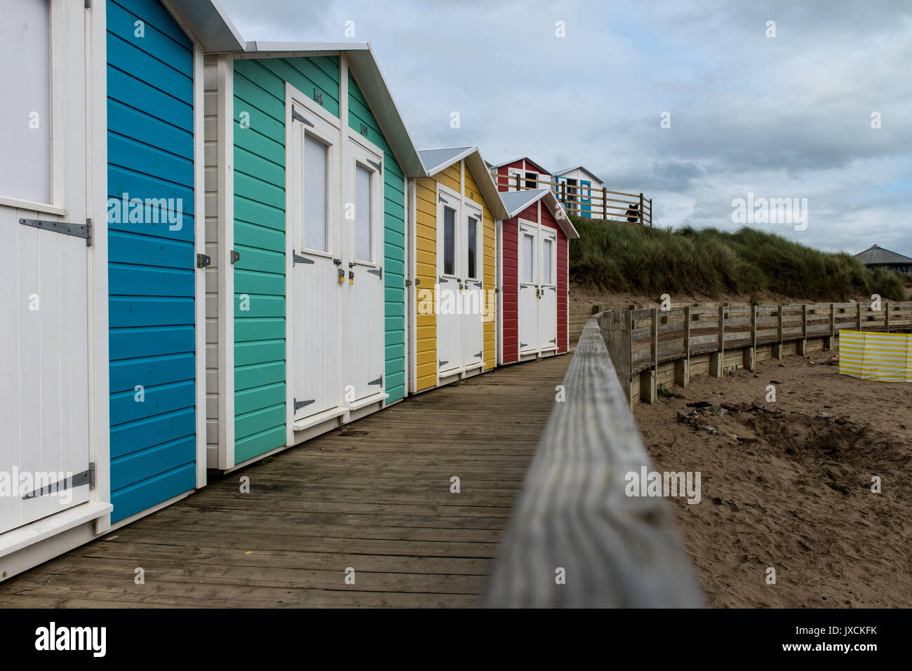 Hut resorts stock photos hut resorts stock images alamy for Beach hut style