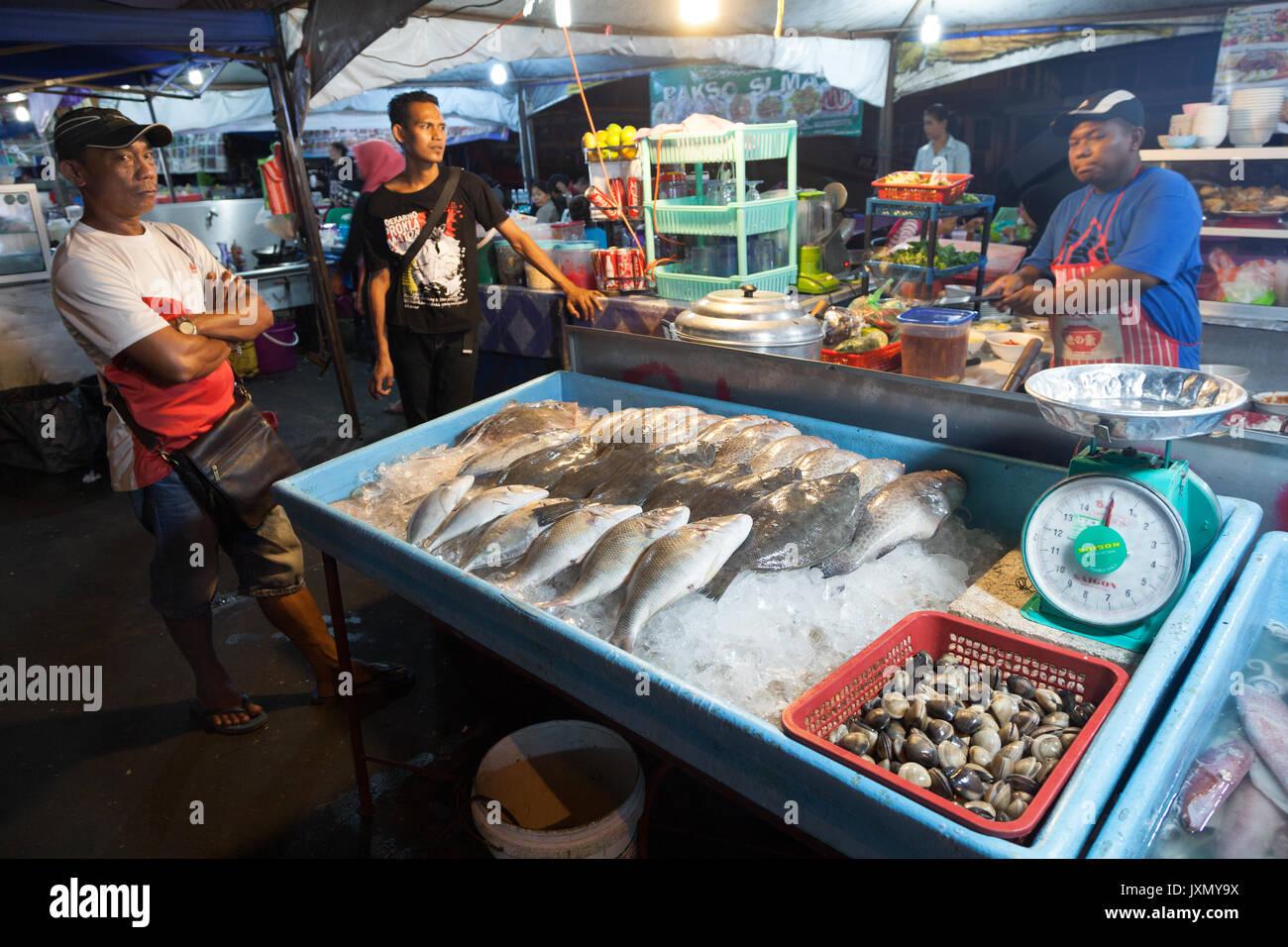 Kota kinabalu borneo stock photos kota kinabalu borneo for Nearest fresh fish market