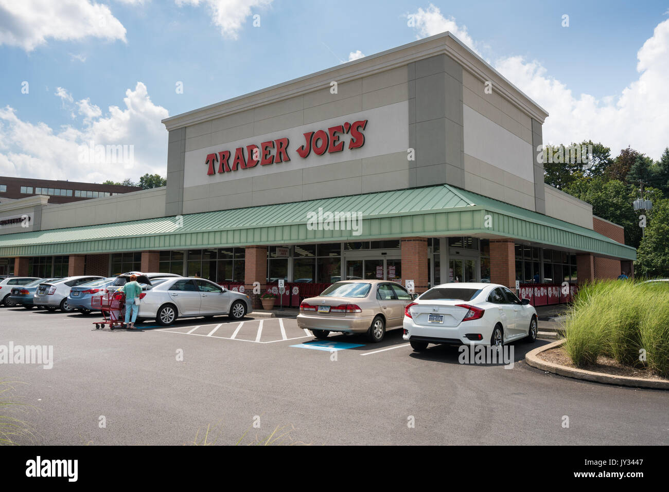 Trader joe's clothing store