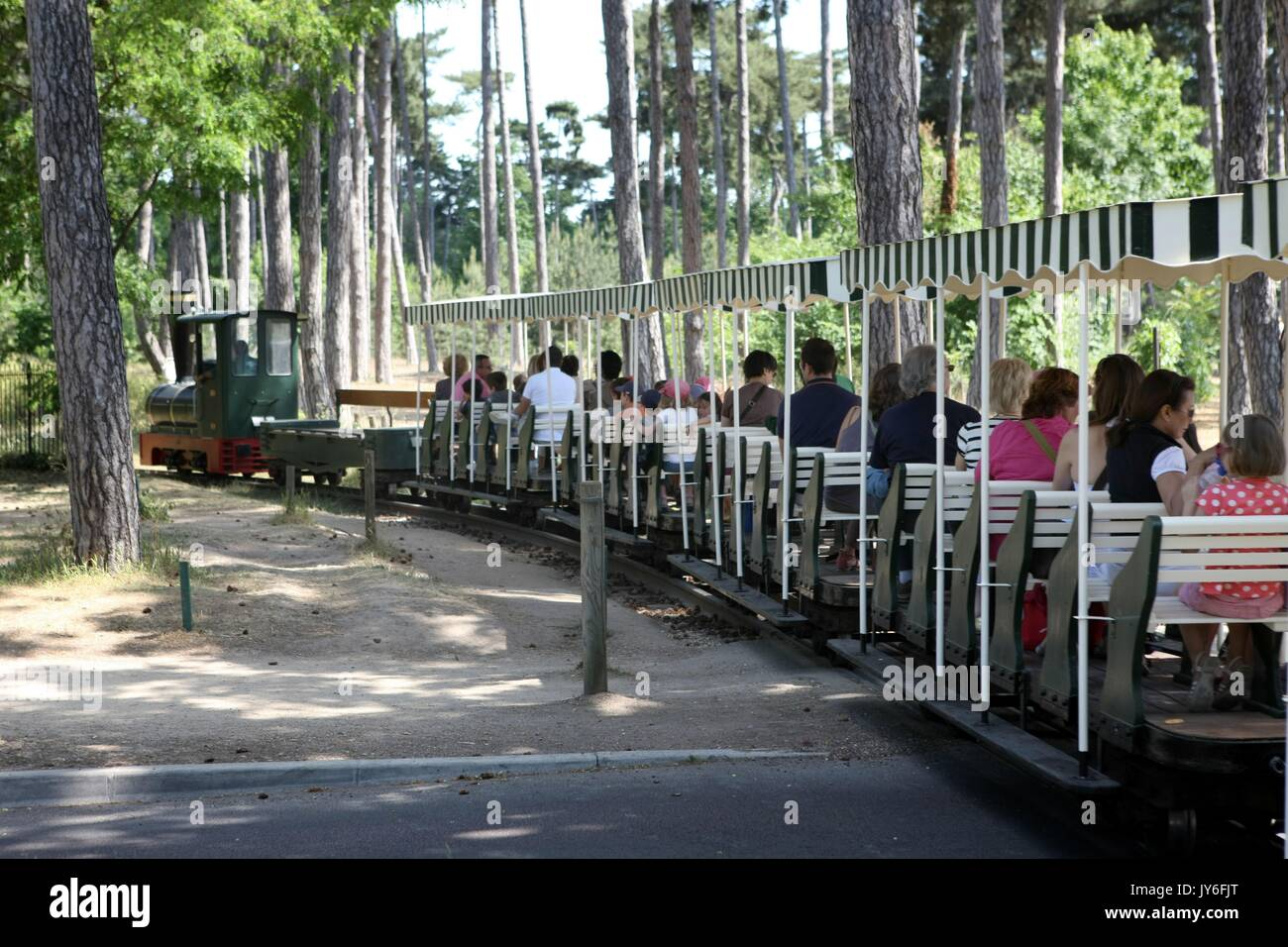 Petit train stock photos petit train stock images alamy for Bois de boulogne jardin d acclimatation