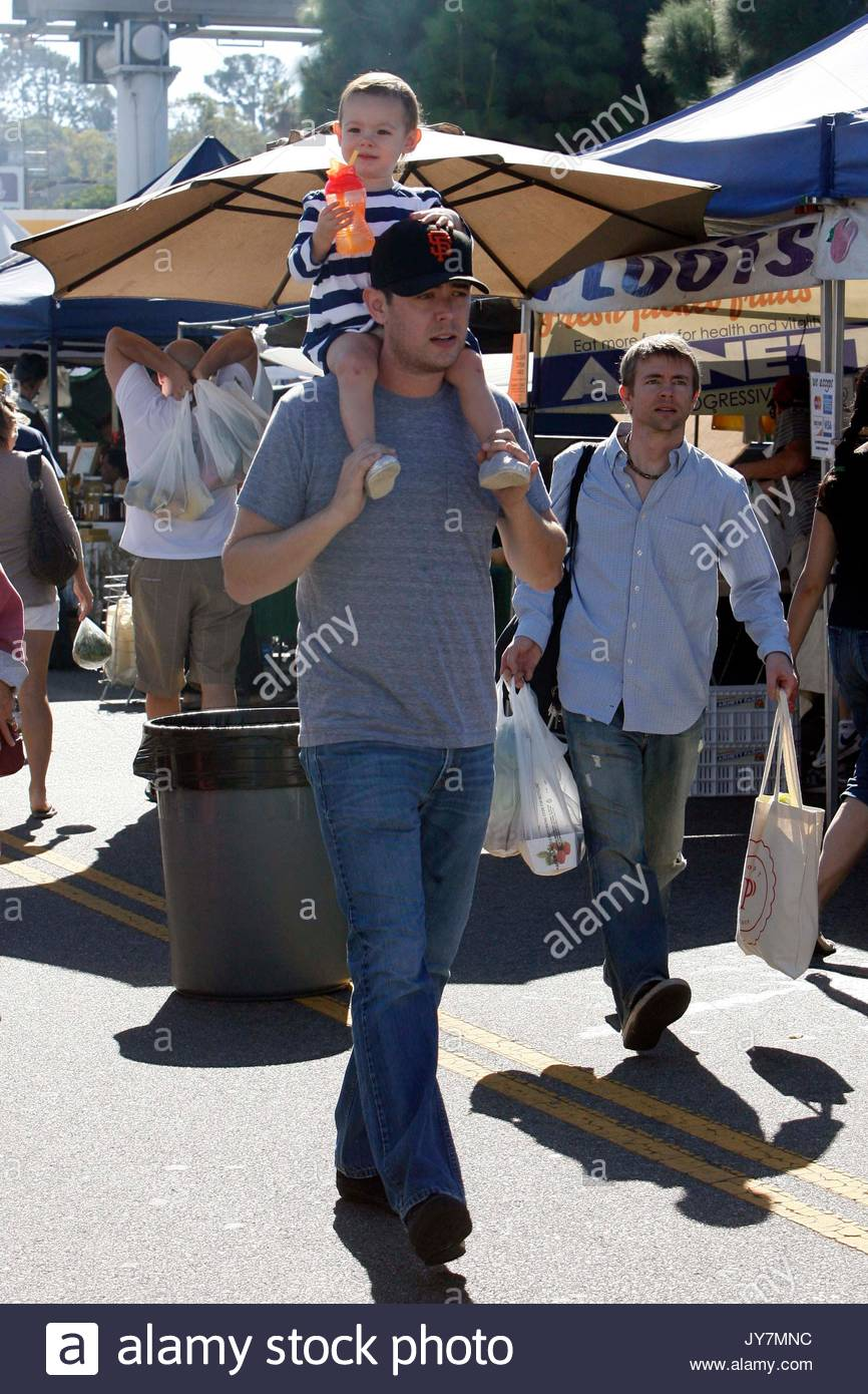 Colin hanks and olivia hanks stock photos colin hanks for Hank s fish market