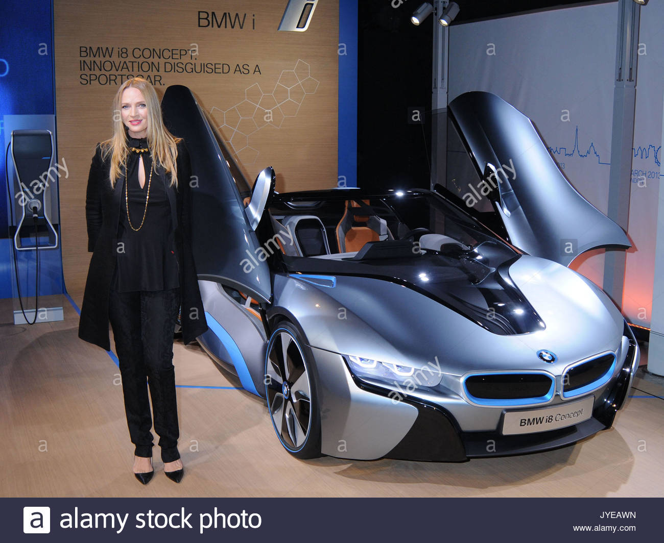 Uma Thurman Actress Uma Thurman Unveils The Bmw I8 Concept Roadster