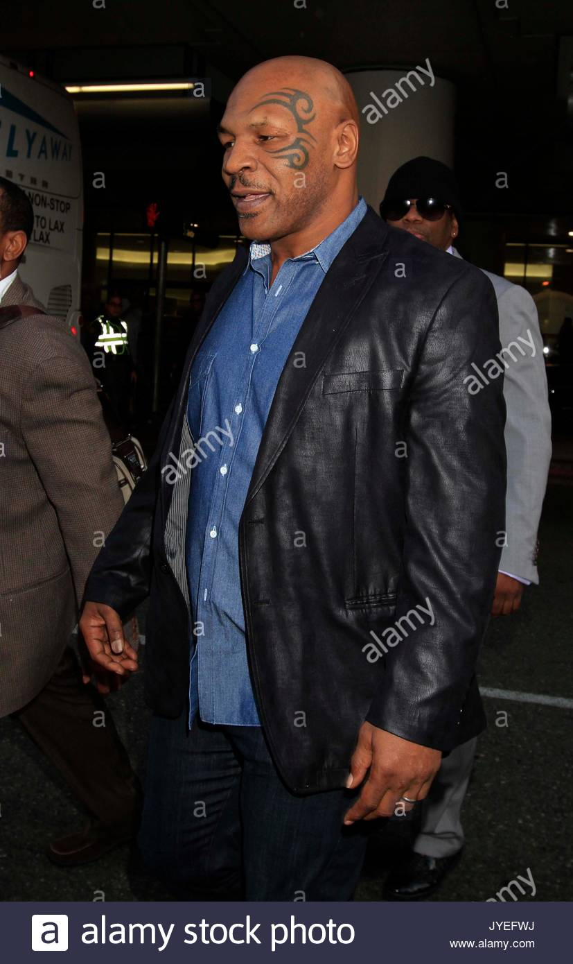 Mike Tyson Mike Tyson Is All Smiles As He Jokes With Photogs At Lax
