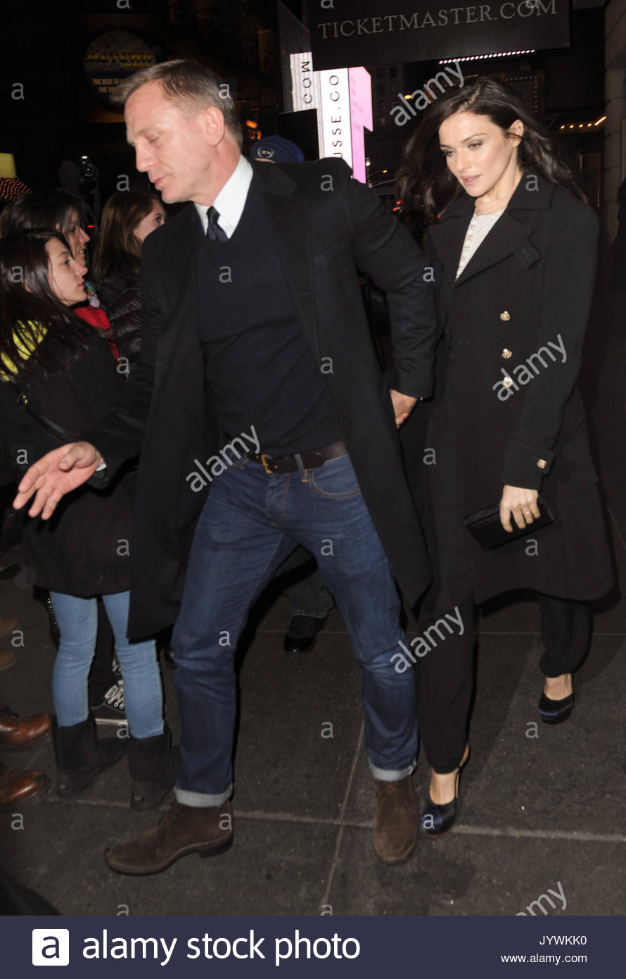 Performance with Daniel Craig and Rachel Weiss collected a record amount 01/08/2014 68