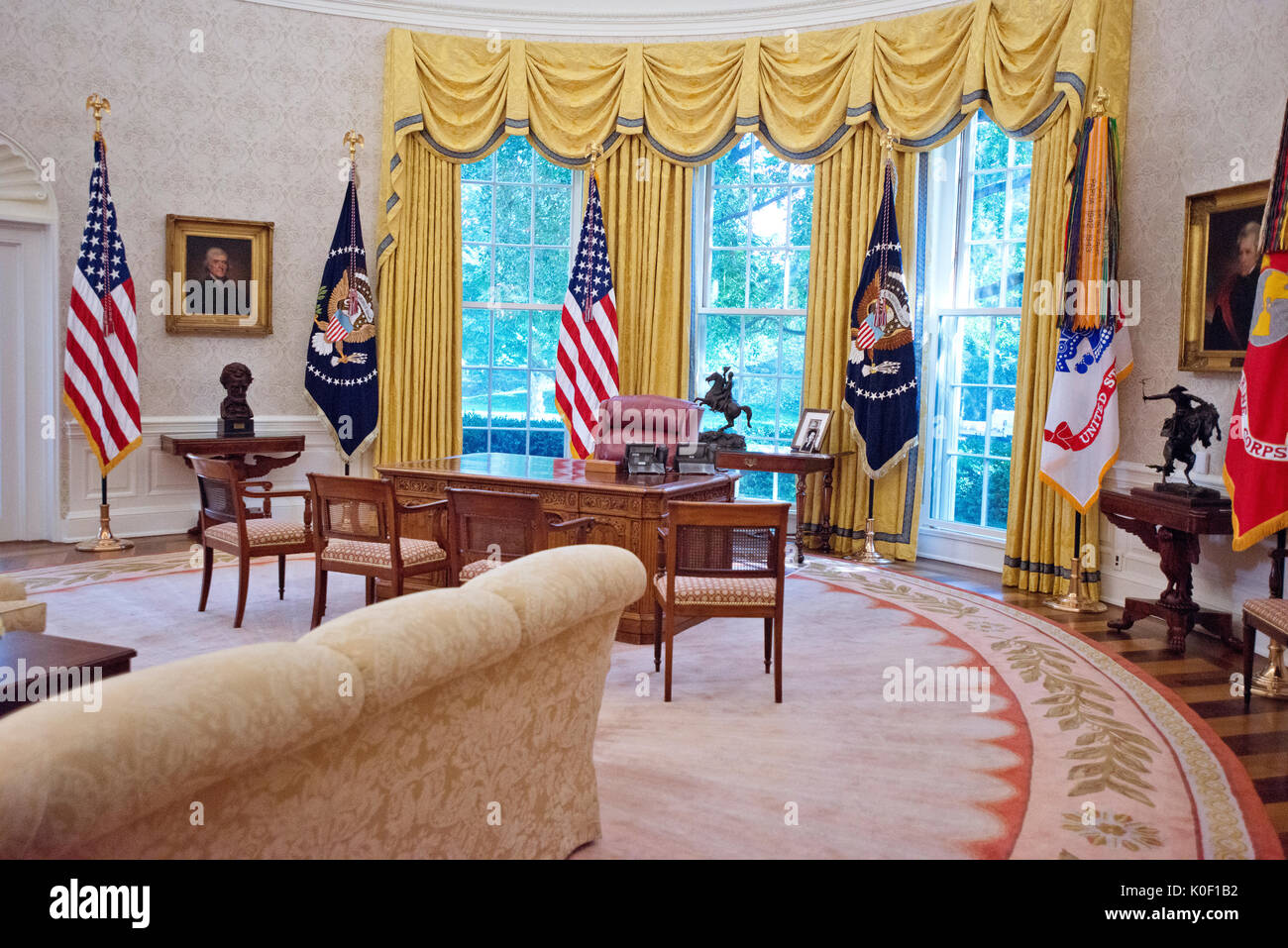 At The Resolute Desk In The Oval Office Stock Photos Amp At