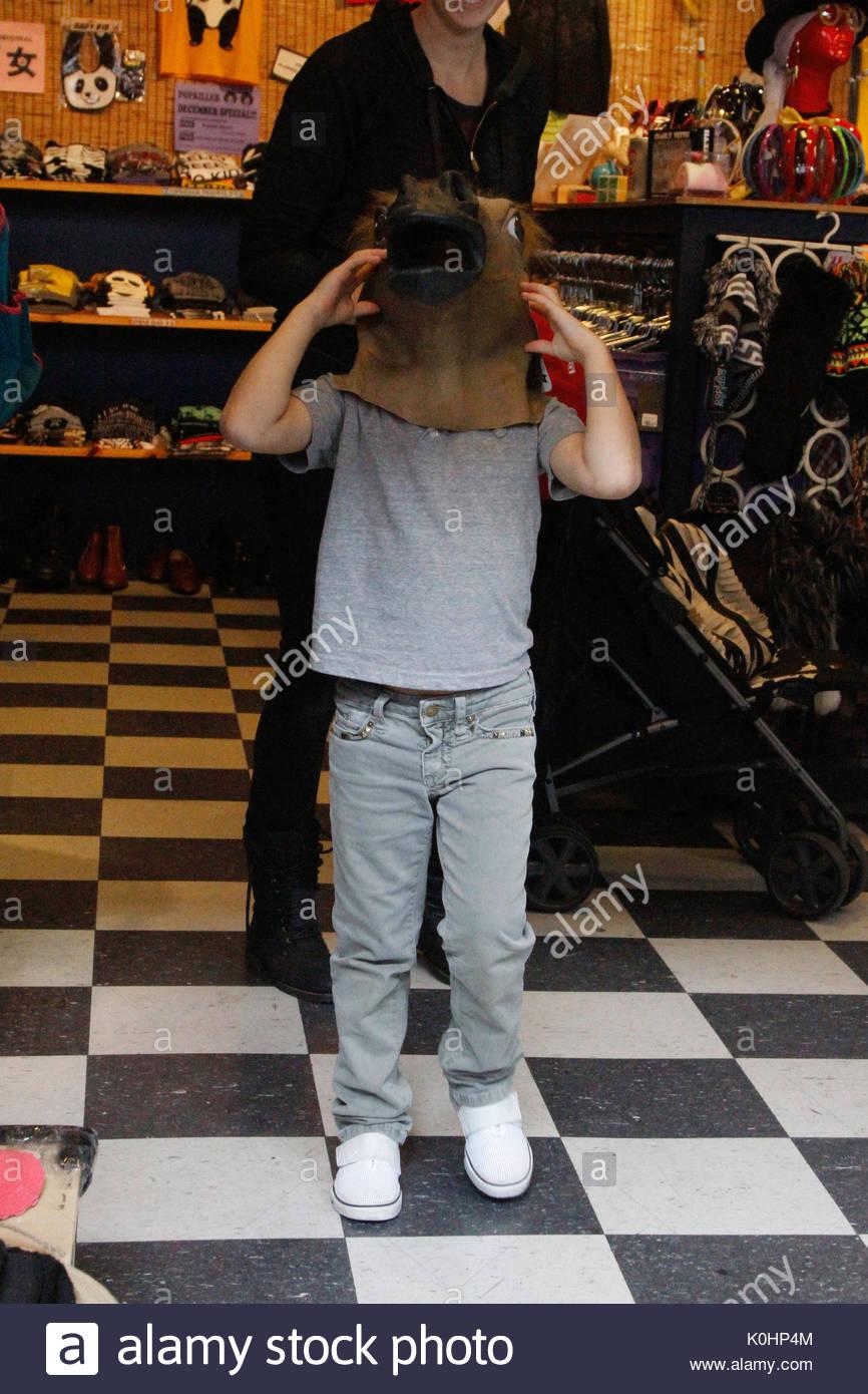 Kingston Rossdale Gwen Stefani Shopping At The La Downtown Mall