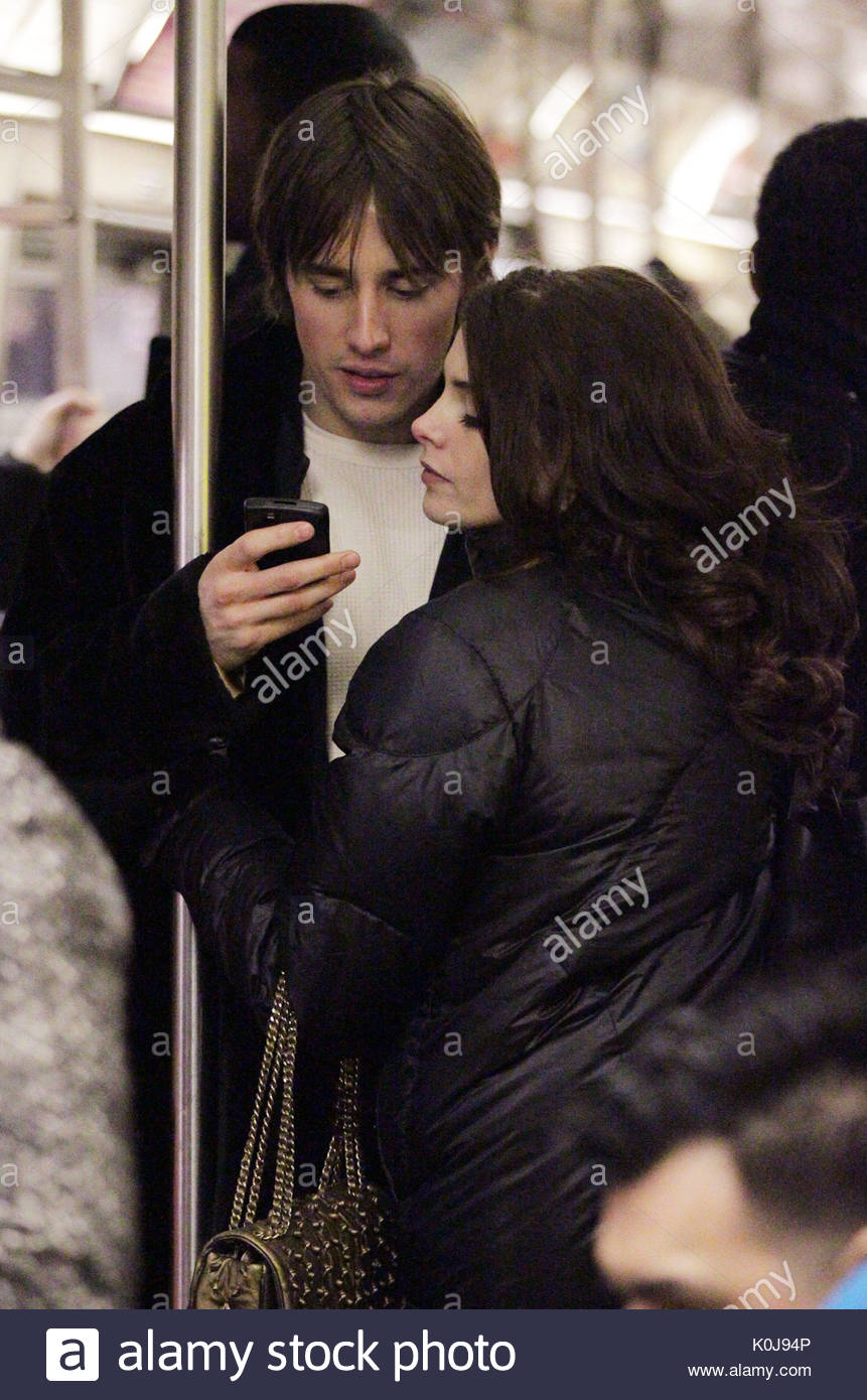 Ashley greene and reeve carney twilight star ashley greene and twilight star ashley greene and boyfriend reeve carney who is the star of broadway show spider man turn off the dark went shopping at the time voltagebd Images