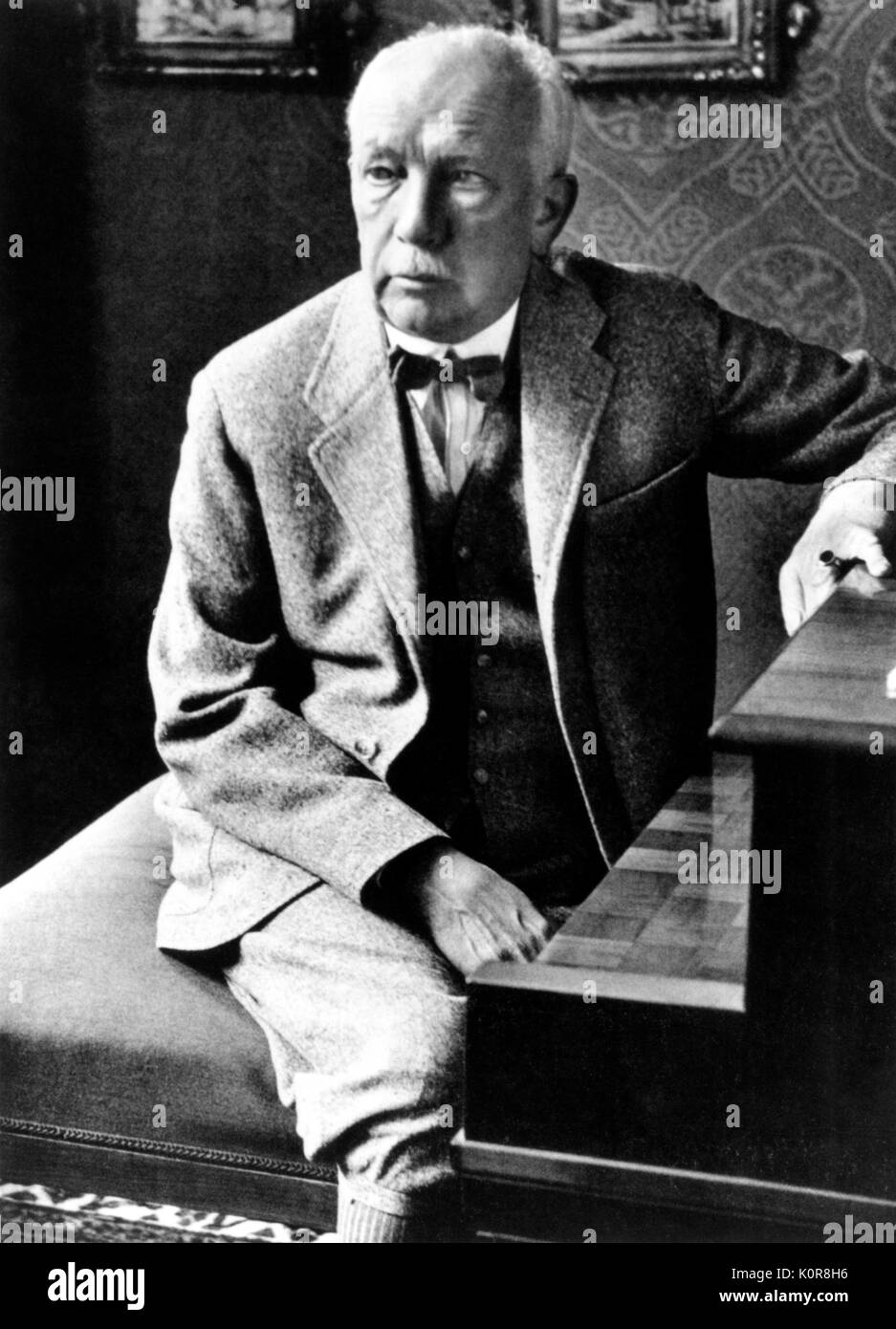a biography of richard strauss a conductor and composer Richard strauss, the authoritative composer richard strauss strauss rapidly became a great conductor who was admired and sought after throughout germany.