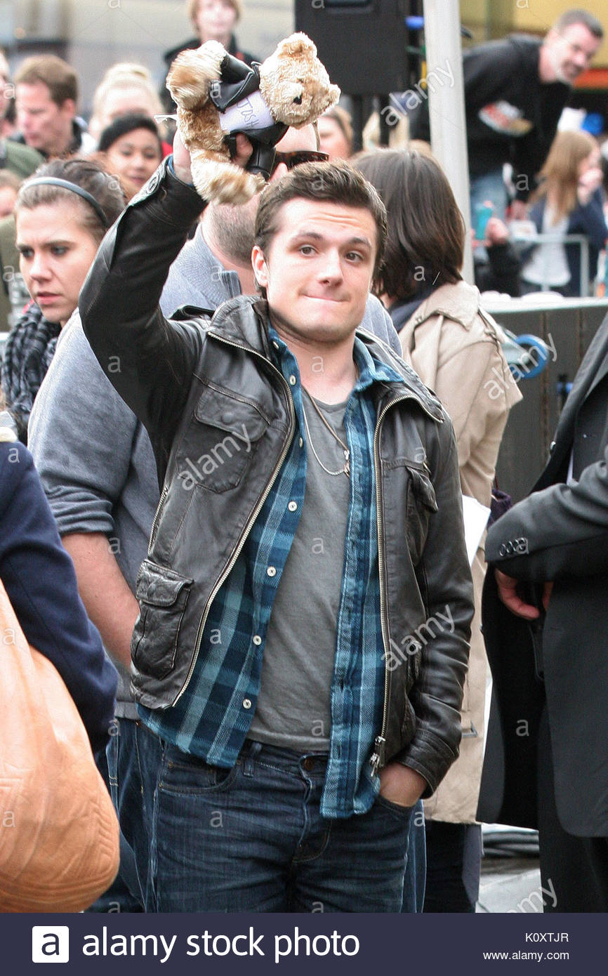 Josh hutcherson jennifer lawrence liam hemsworth and josh stock josh hutcherson jennifer lawrence liam hemsworth and josh hutcherson greet hunger games fans in seattle the trio were dressed cool for the meet and greet m4hsunfo