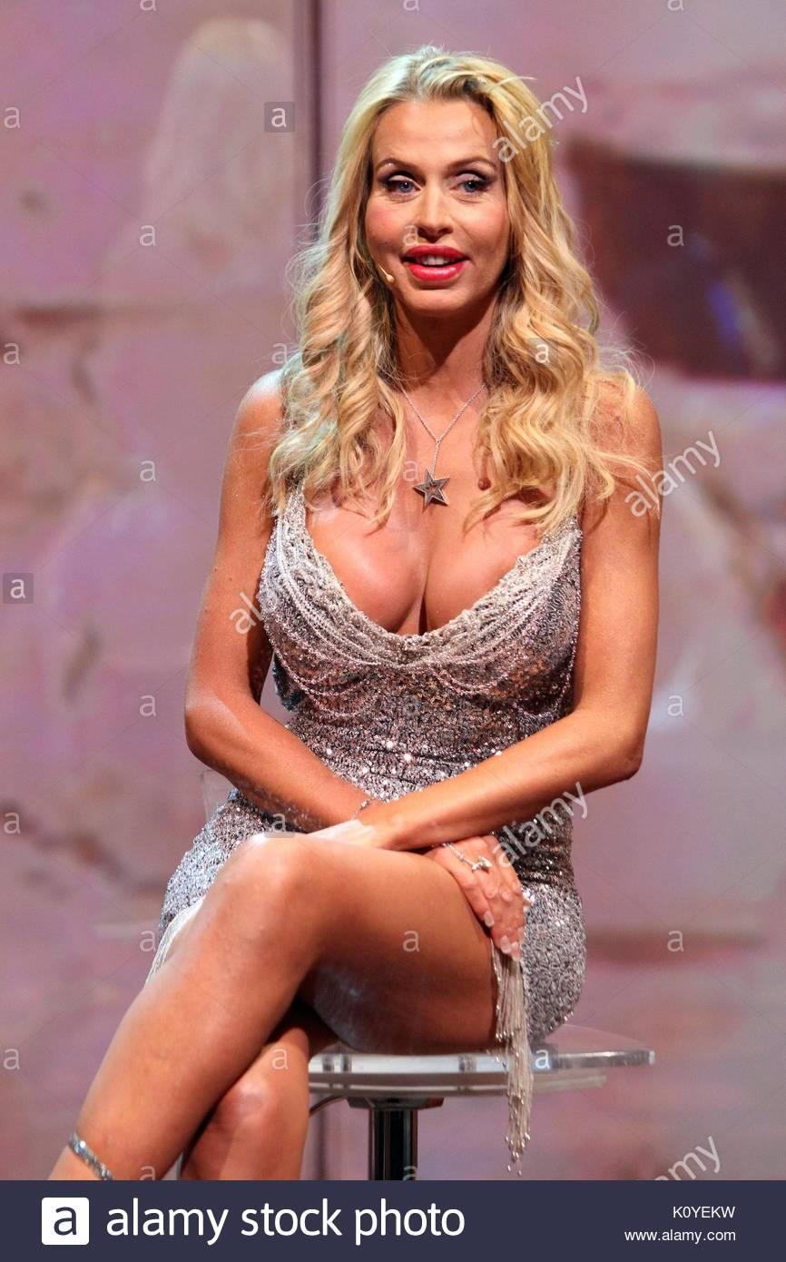Valeria Marini Eighth Episode Of The Italian Reality Tv Show Lisola Dei Famosi Celebrity Survivor In Usa Th Edition Hosted By Nicola Savino At Rai