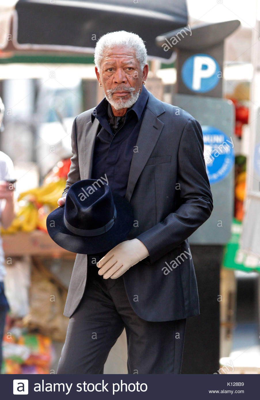 morgan freeman morgan freeman seen wearing white glove on his left hand while on location filming now you see me in lower manhattan