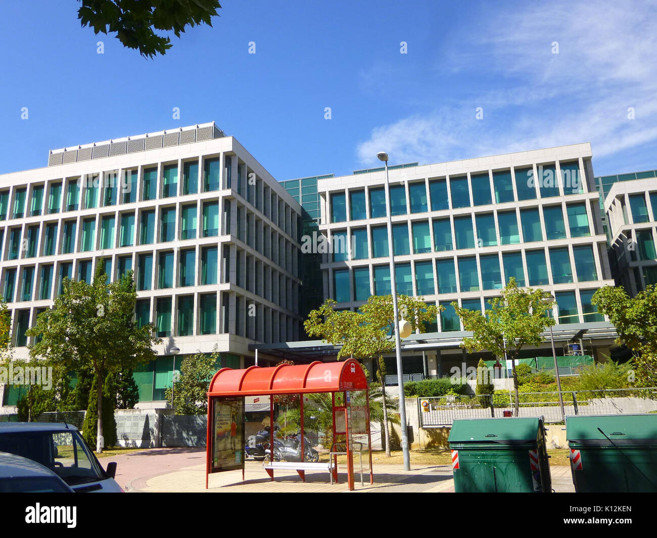 Empresarial stock photos empresarial stock images alamy for Booking barcelona oficinas